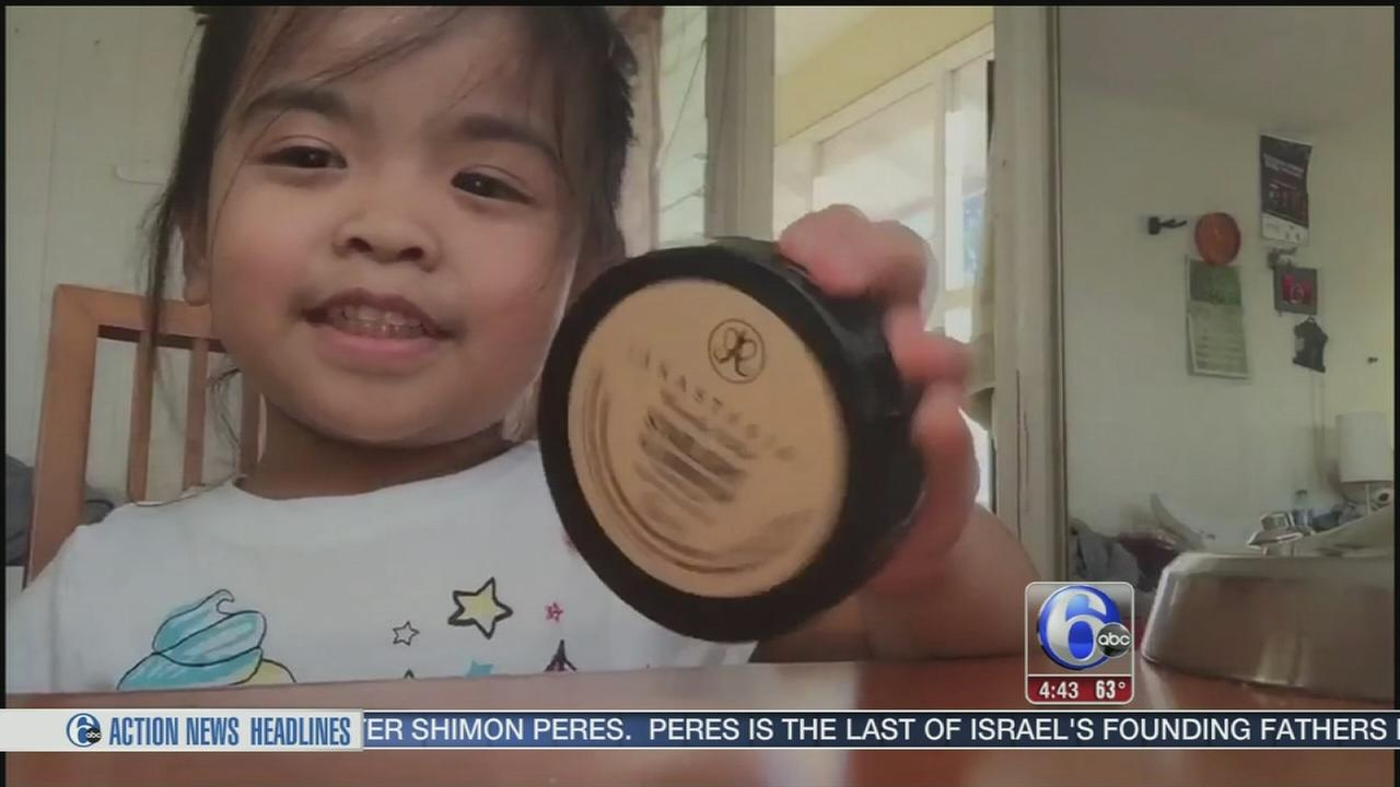 VIDEO: Toddlers adorable makeup tutorial goes viral