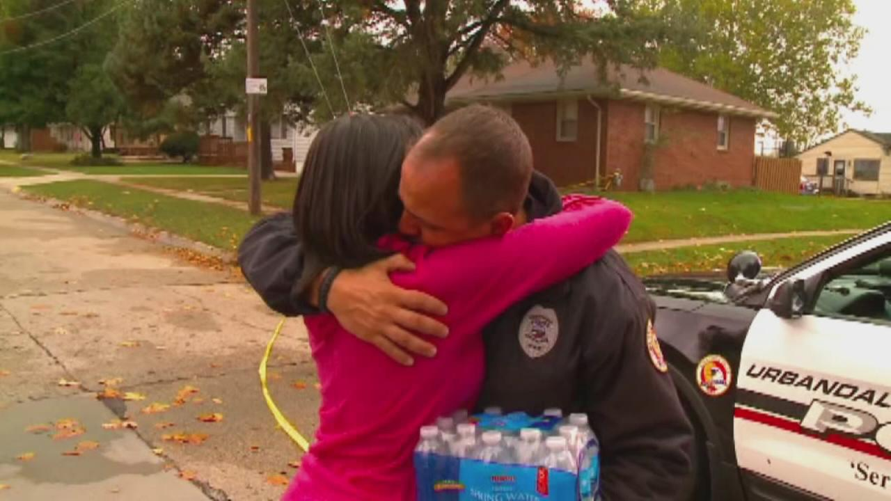 VIDEO: Touching gesture following deadly shooting of 2 police officers