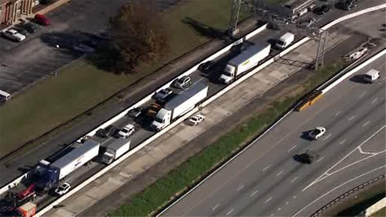 Crash involving several tractor trailers jams I-295 in Delaware