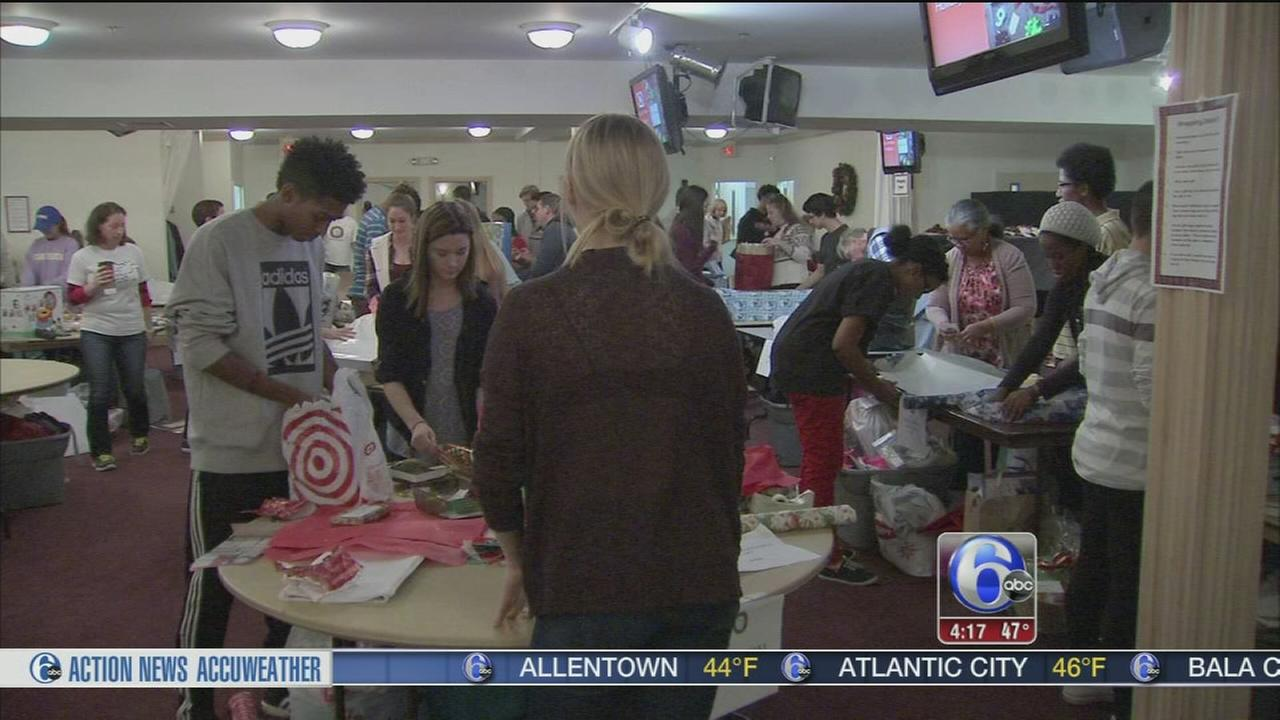 VIDEO: Gift wrapping party