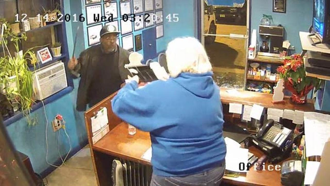 Robbery suspect threatens woman with crowbar, steals $7 from register