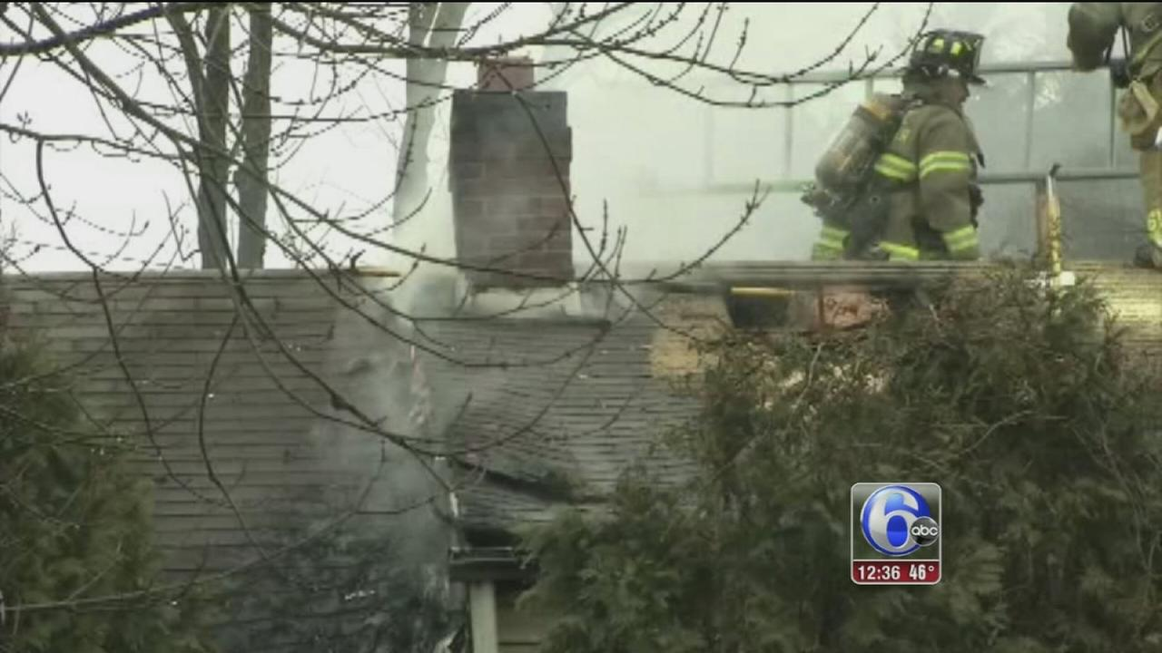 Family says smoke detectors help them escape burning home