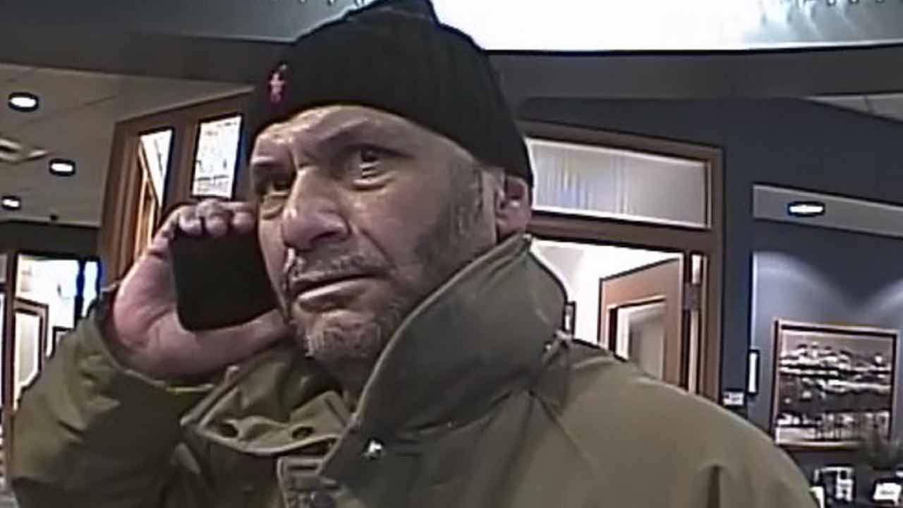 PHOTO: Suspect sought in Center City bank robbery