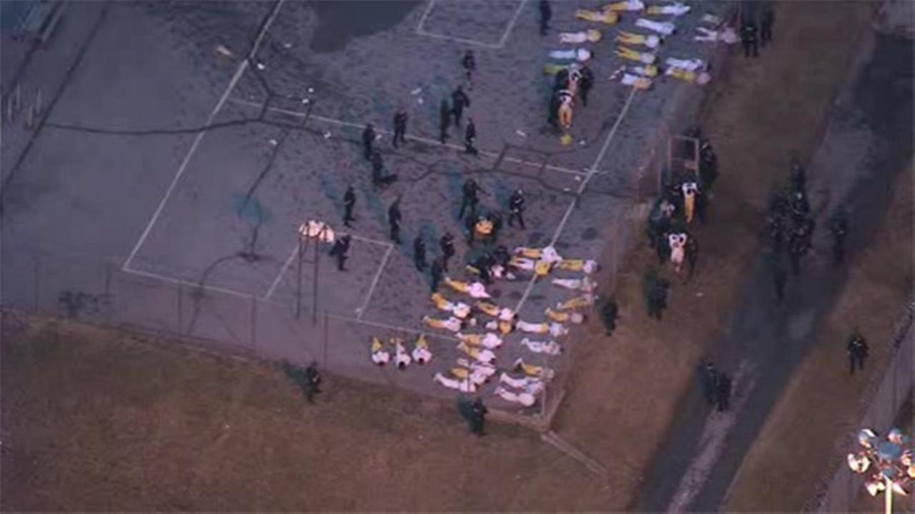 1 hostage dead, 2nd rescued at Delaware prison