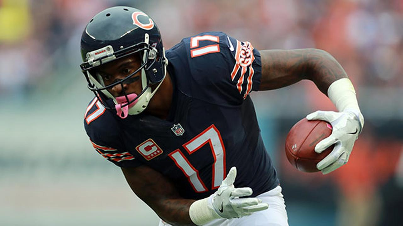 Chicago Bears wide receiver Alshon Jeffery (17) catches a pass against the Jacksonville Jaguars during an NFL football game in Chicago, Sunday, Oct. 16, 2016.