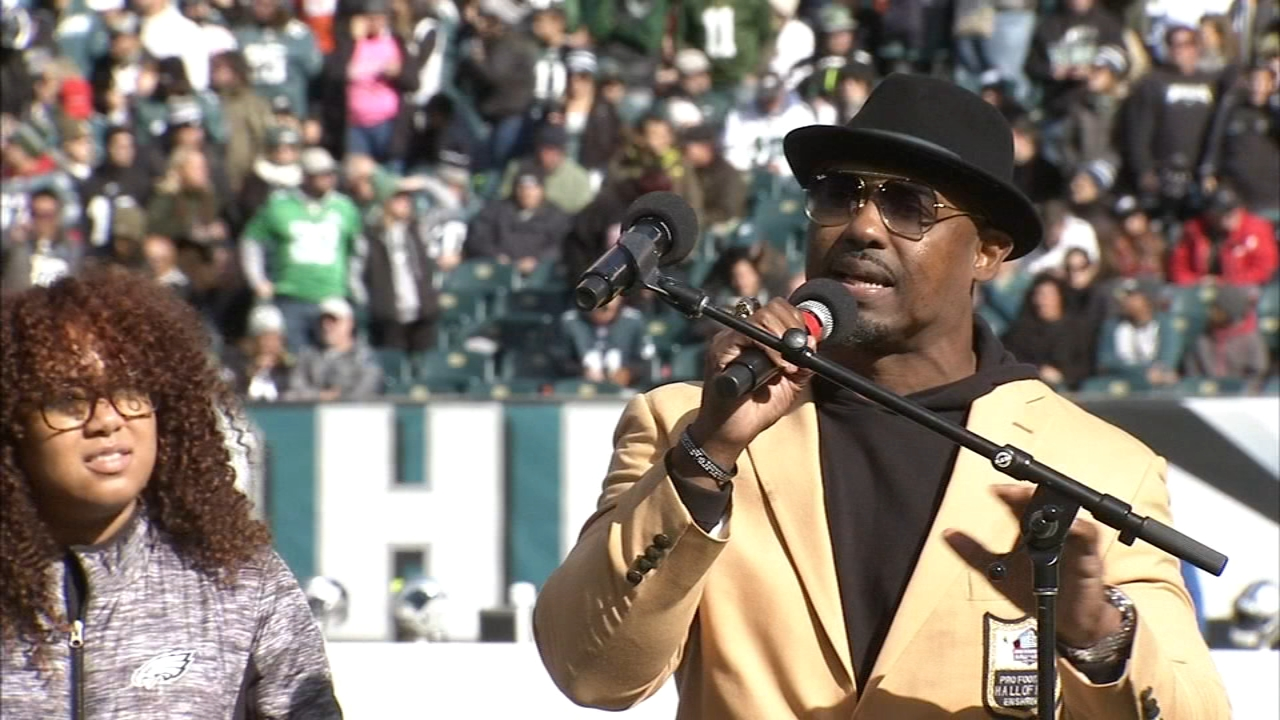 Fans brave the chill and Dawkins gets his ring. Bob Brooks reports during Action News at 5:30 p.m. on October 21, 2018.