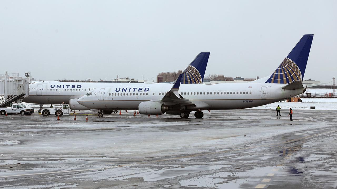 United Airlines responds after teens wearing leggings barred from flight