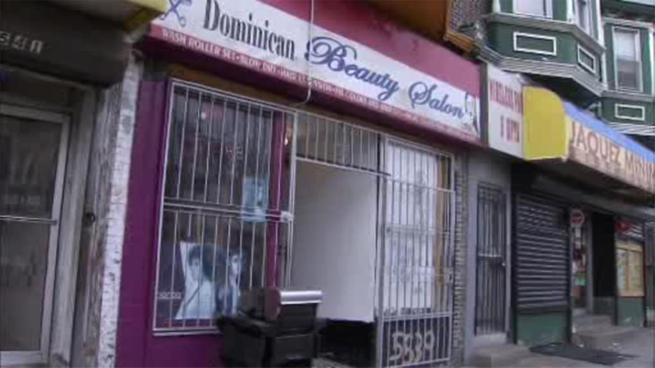 Woman shot outside SW Philadelphia hair salon