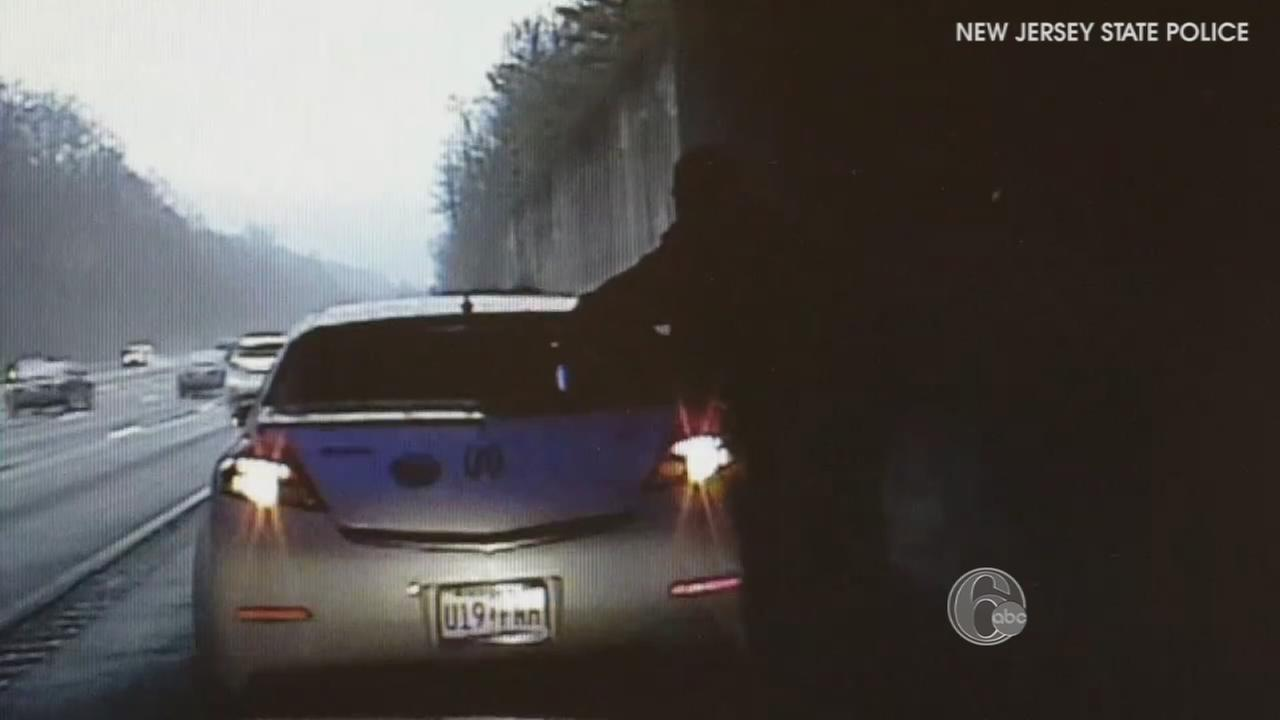 VIDEO: Trooper delivers baby on side of highway