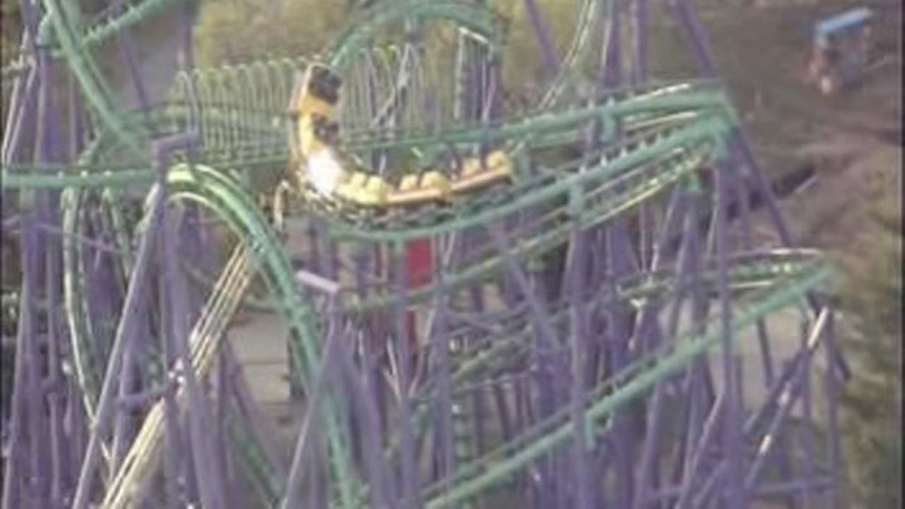 Rescuers pluck passengers from stuck roller coaster at Six Flags America