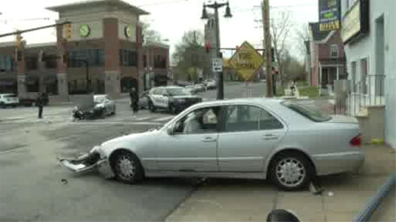 2 injured in vehicle crash in Wilmington