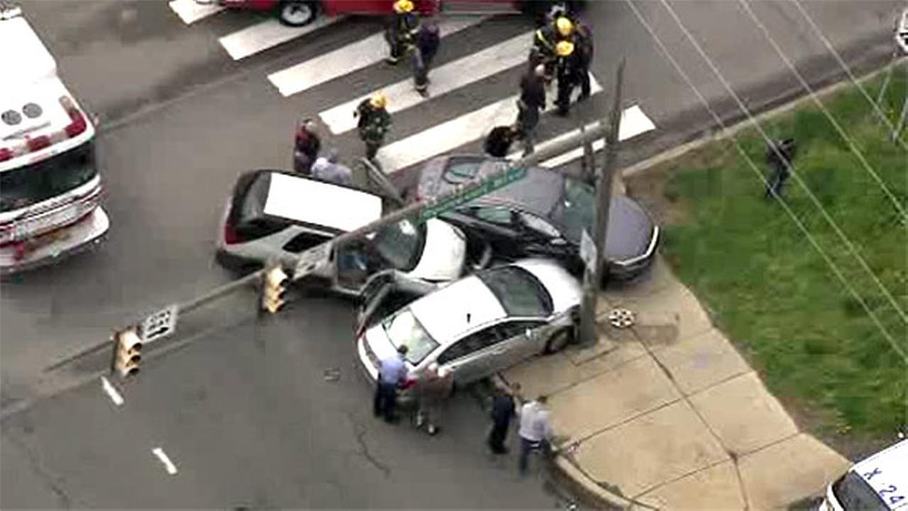 3-vehicle crash jams traffic on Roosevelt Boulevard