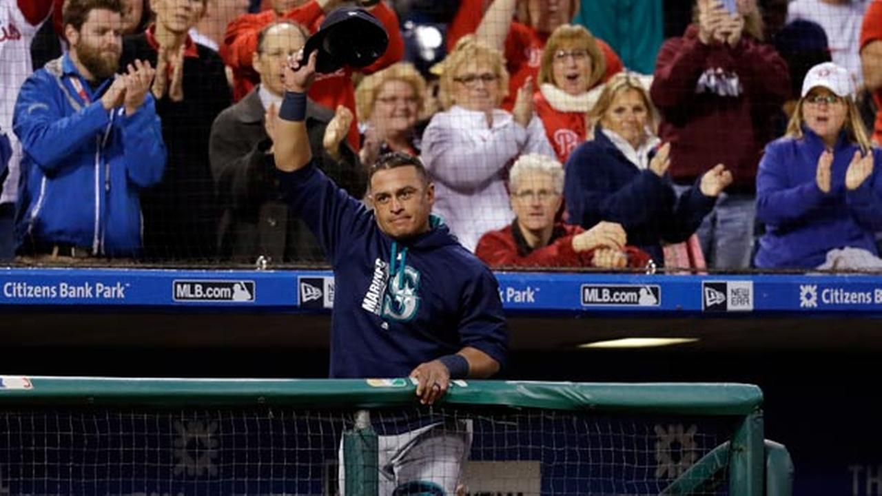 Seattle Mariners catcher Carlos Ruiz, a former Philadelphia Phillies player, acknowledges the crowd during the third inning of a baseball game, Tuesday, May 9, 2017.