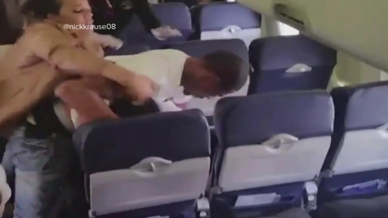 1 arrested after fight on Southwest flight caught on video