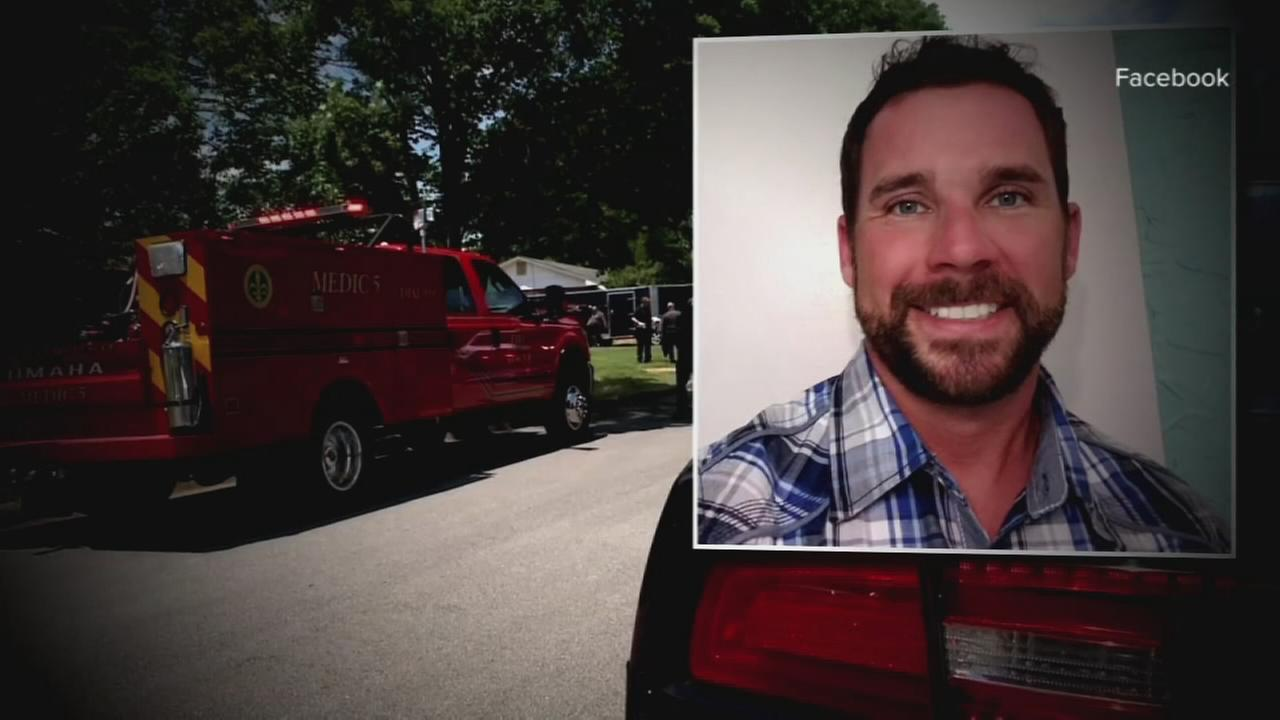 Son gets shocked trying to save drowning father