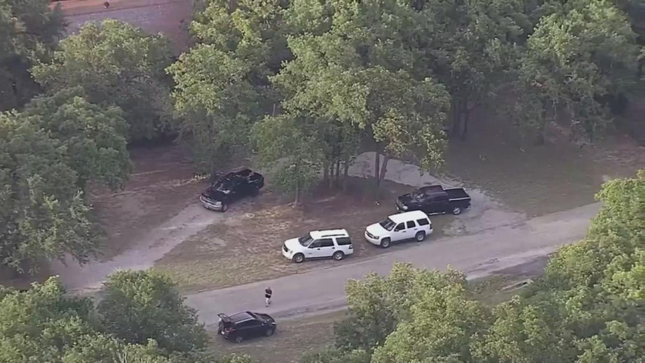 2 toddlers found dead in hot car in North Texas