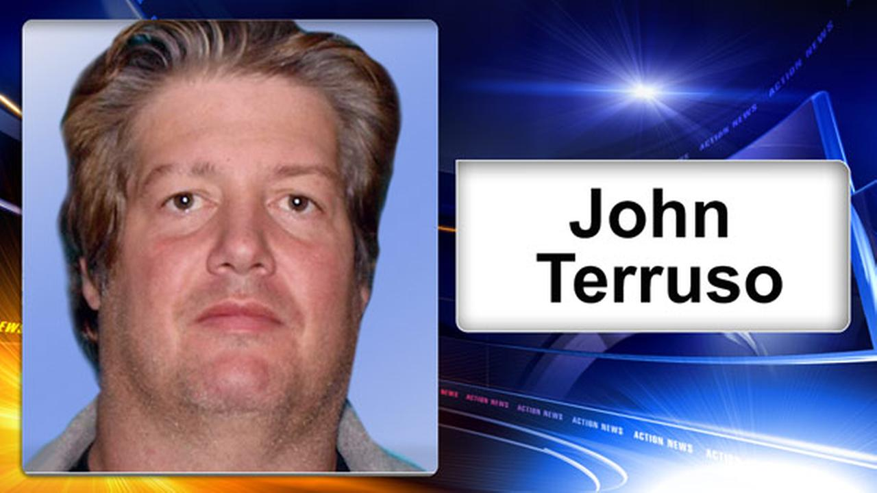 Fmr. NJ fire chief pleads guilty to using station computer to share child porn