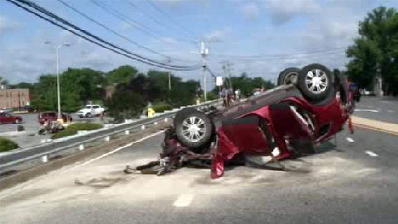 4 hurt in rollover crash in Newark, Delaware
