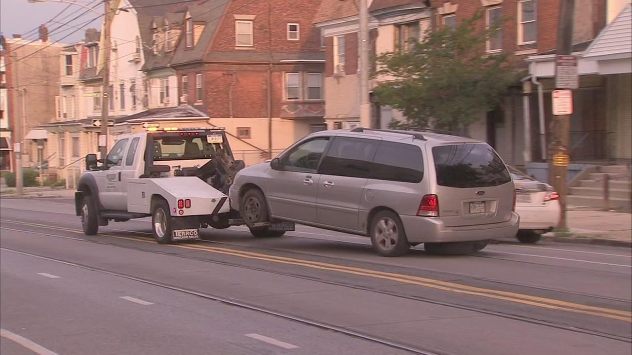 VIDEO: Minivan repossessed and towed as child sleeps inside
