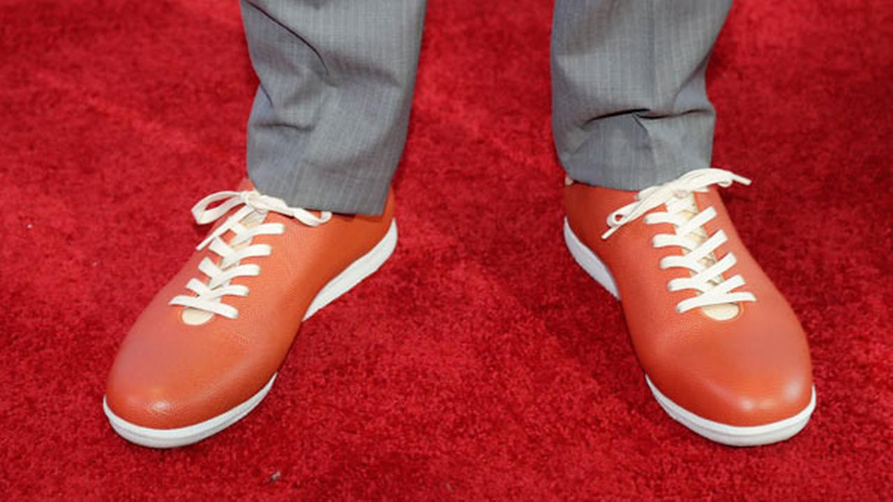 Washingtons Markelle Fultz, wearing basketball-themed shoes, poses for photos on the red carpet before the start of the NBA basketball draft, Thursday, June 22, 2017, in New York.