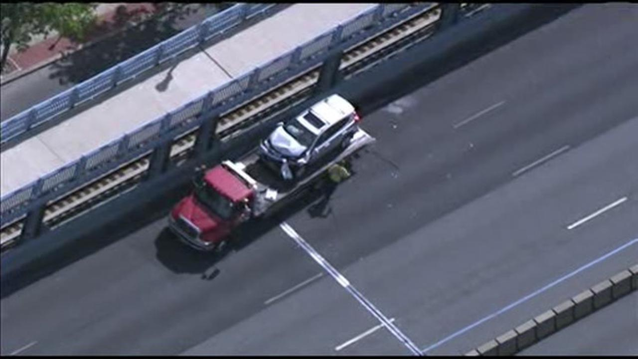 Multi-vehicle crash on Ben Franklin Bridge, 2 injured