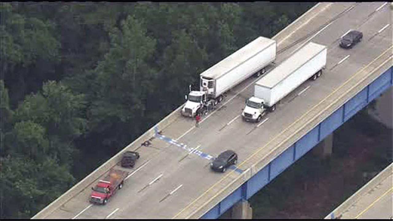 Tractor-trailer crash jams traffic on Blue Route (I-476) at I-76 in Montgomery Co.