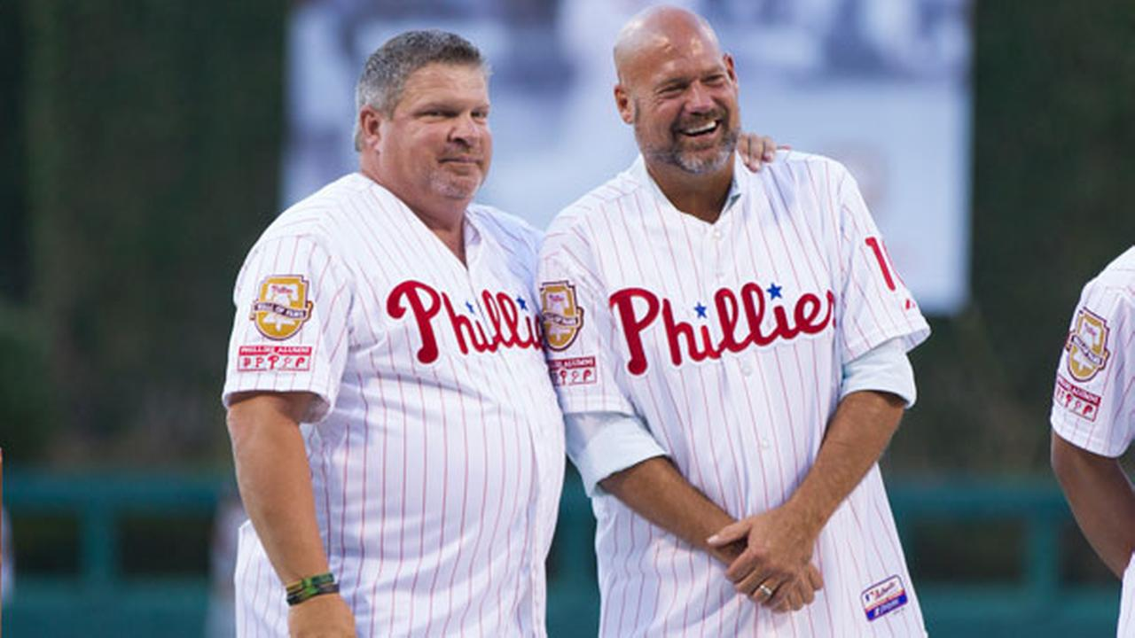 Former Philadelphia Phillies John Kruk, left, looks on with Darren Daulton, right, as they appear for Pat Burrell induction onto the Phillies Wall of Fame.