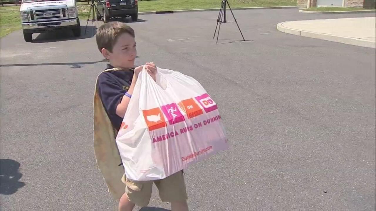 VIDEO: Donut Boy brings pastries in police in N.J.
