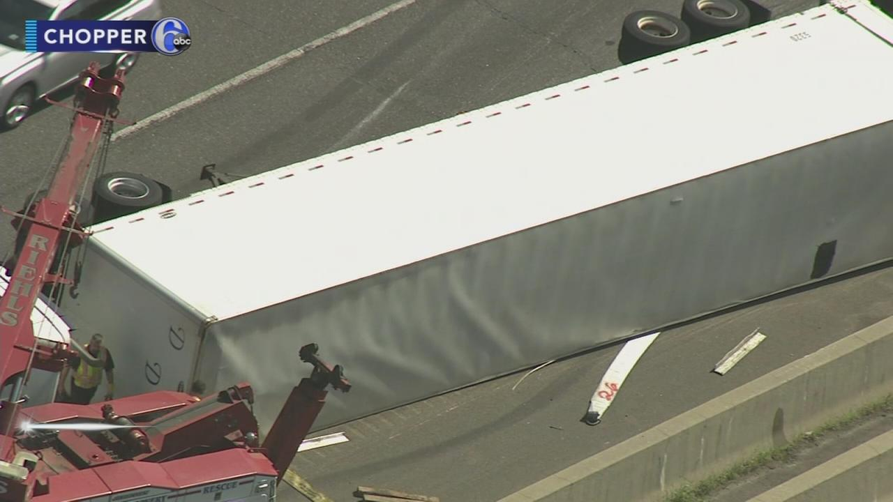 Overturned tractor trailer causes problems on I-295