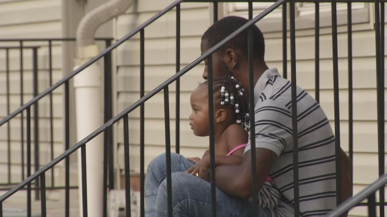 Officer rescues toddler, man from Folcroft fire