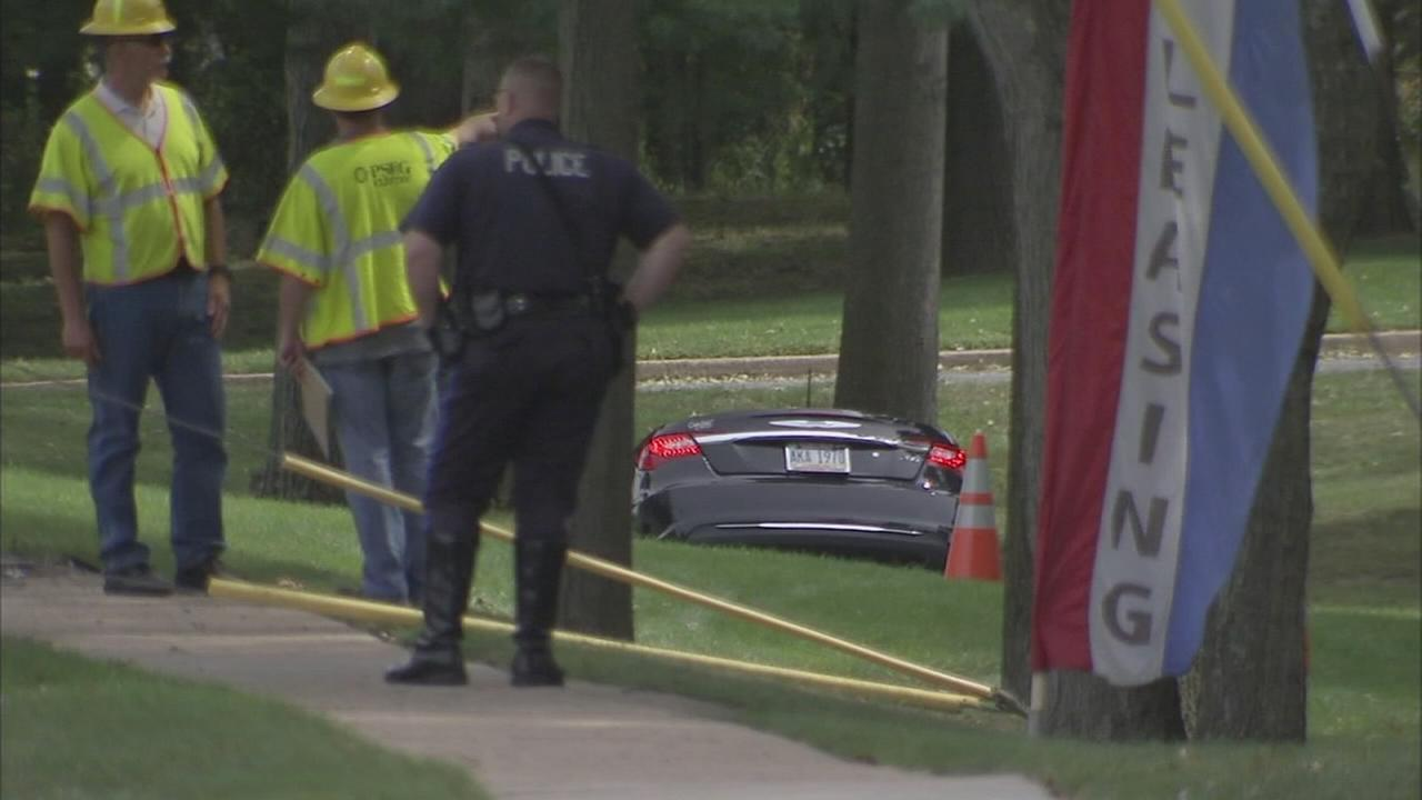 Vehicle strikes utility pole in Mercer Co. crash