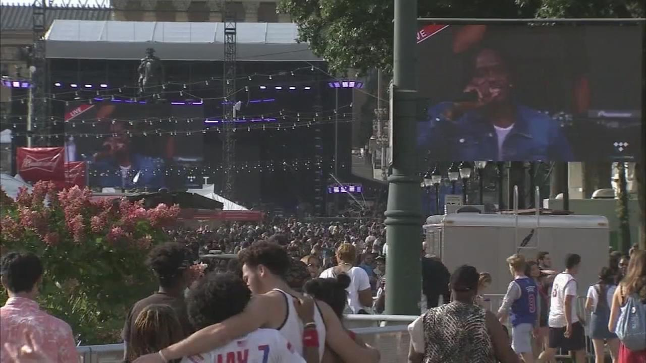 Thousands swarm the Parkway on Day 2 of Made In America