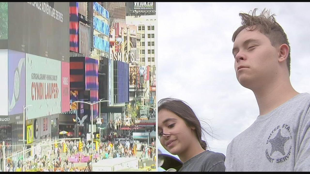 091517-wpvi-mulligan-visits-times-square-video