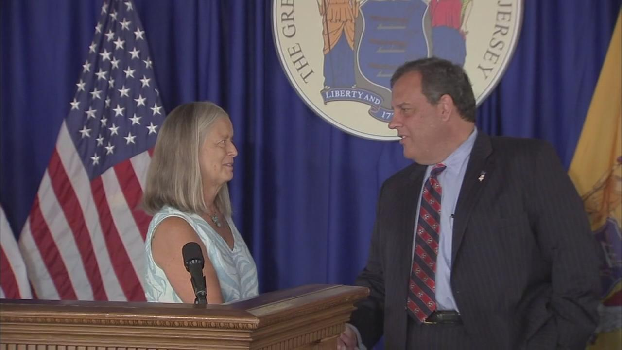 Christie pardons woman with felonies after her drug recovery