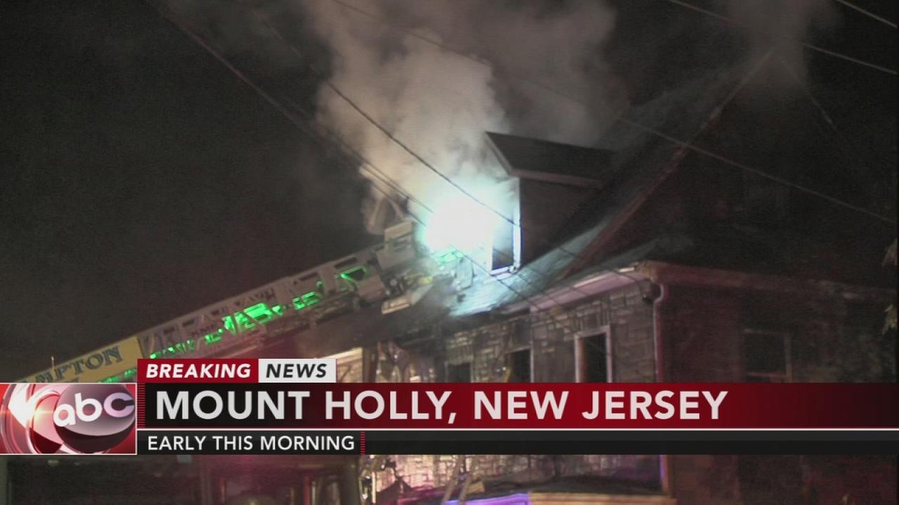 2 injured in Mount Holly house fire