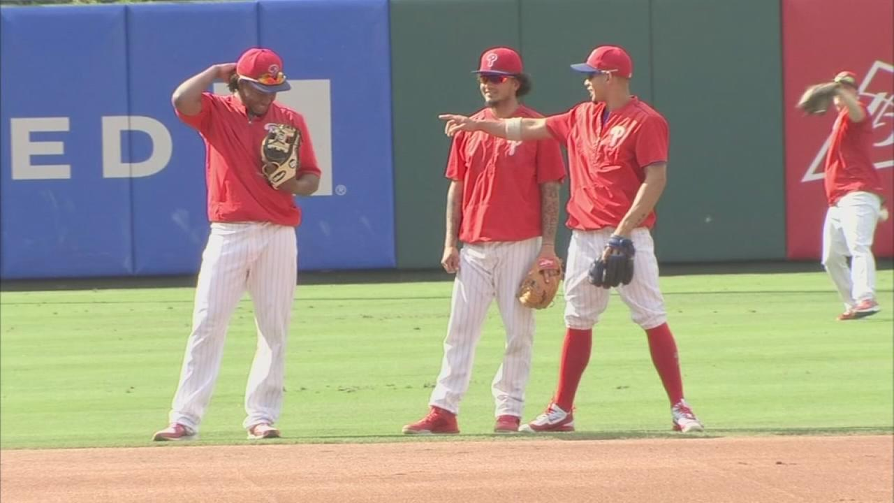 Sports Flash: Phillies roster