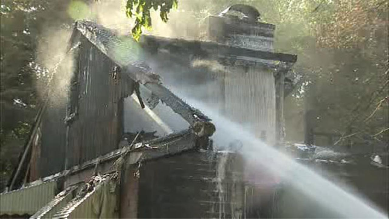 Firefighter hurt in house blaze in Delaware County
