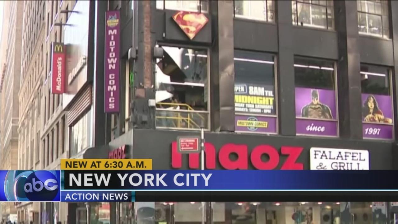 Suspected shoplifter jumps through comic book store window