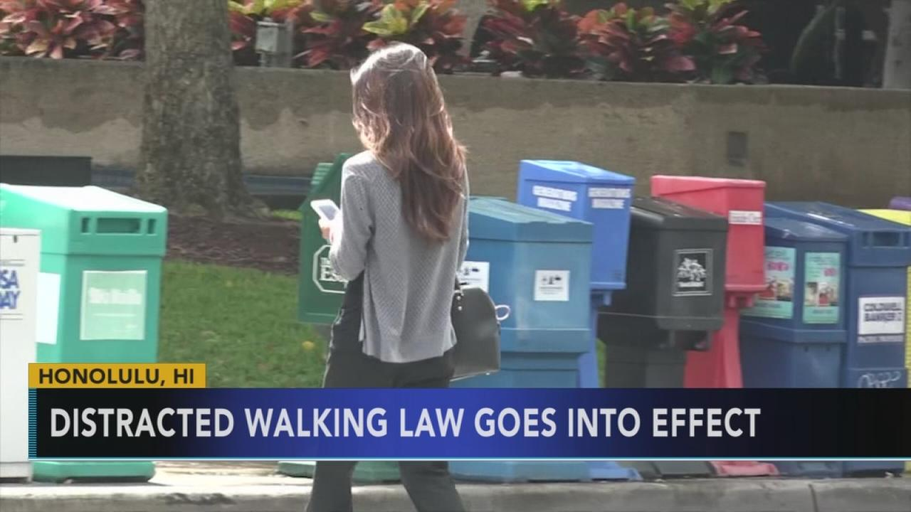 Distracted walking law goes into effect in Hawaii