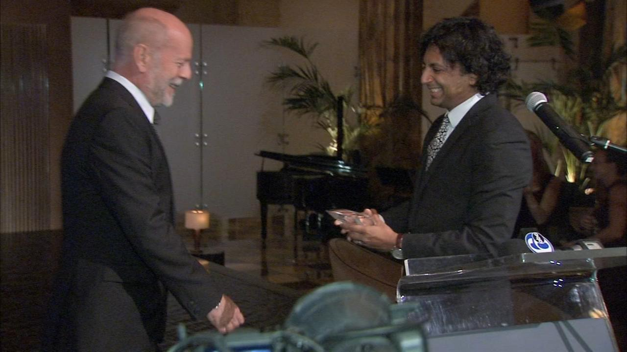 VIDEO: Shyamalan presents Willis with honor in Philly