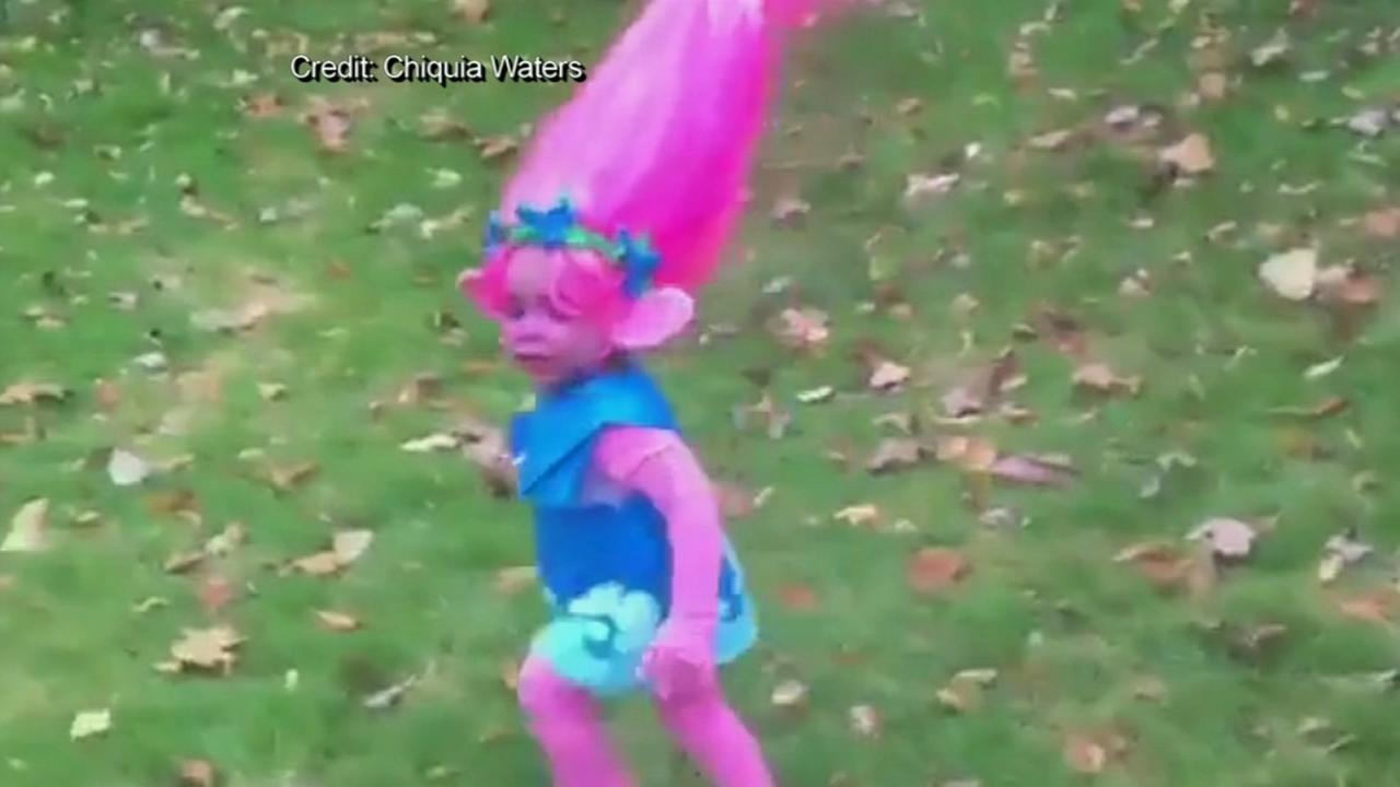 Mom creates girls epic troll costume