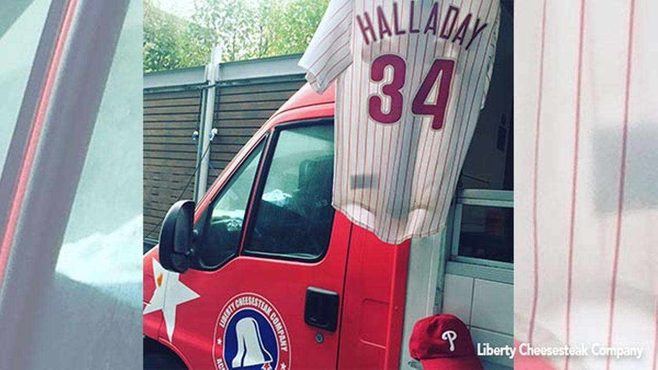 Roy Halladay jersey bringing Phillies fans together in London