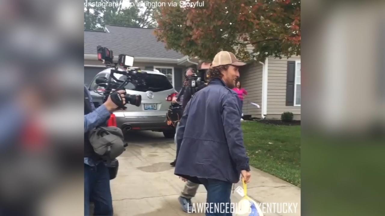 Matt McConaughey spends birthday delivering frozen turkeys to families