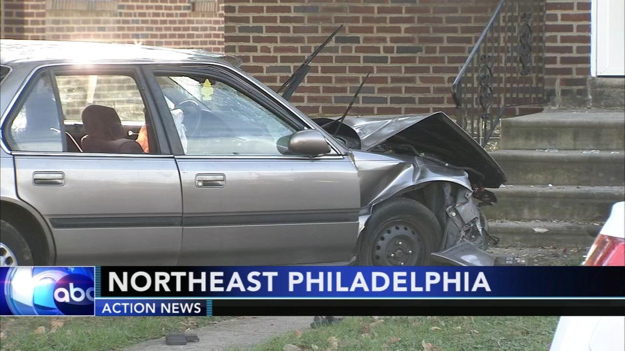 Crash leaves man injured in Northeast Philadelphia