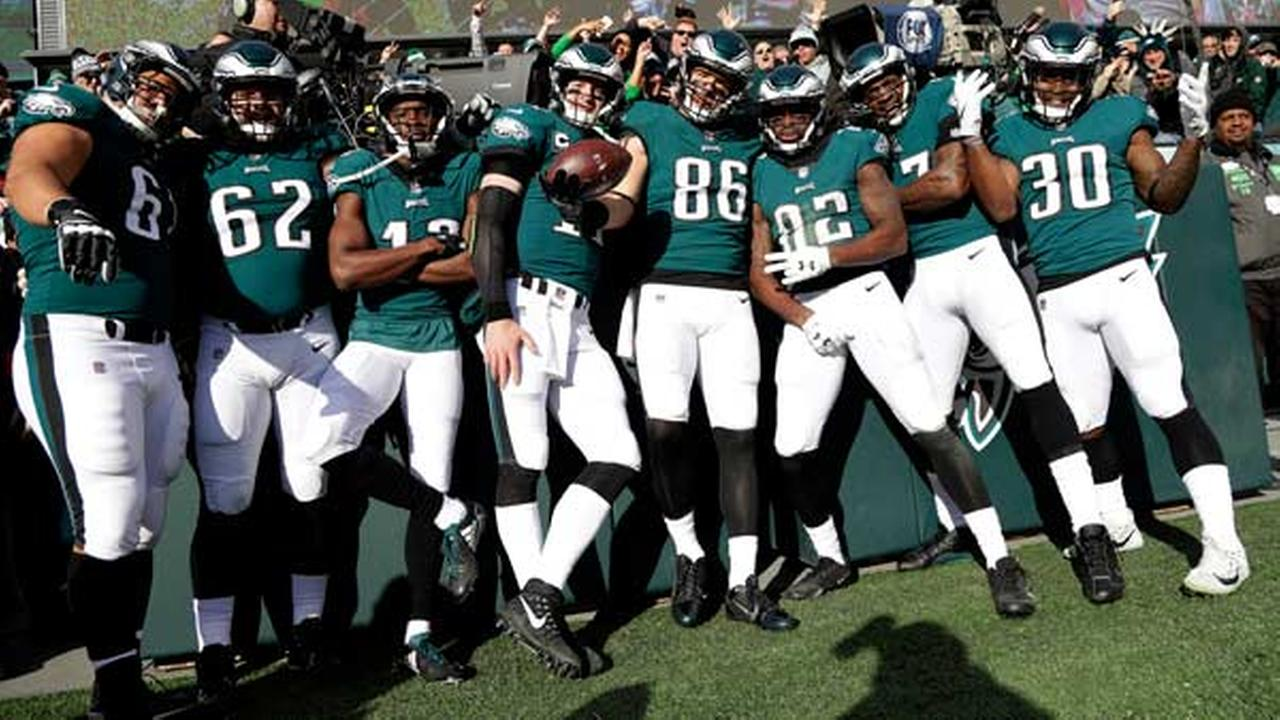 Philadelphia Eagles Zach Ertz (86) poses with teammates after scoring a touchdown during the first half of an NFL football game against the Chicago Bears, Sunday, Nov. 26, 2017.