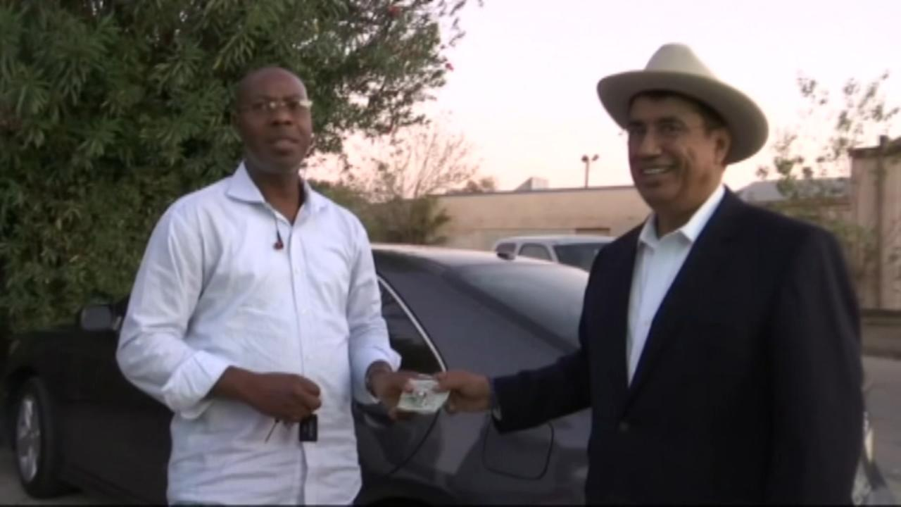 Uber driver returns $700 to customer in Houston