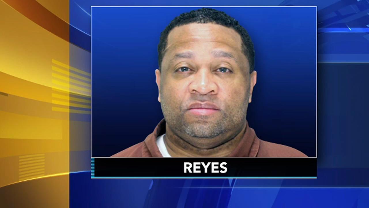 FBI: Serial bank robber sought in Philadelphia