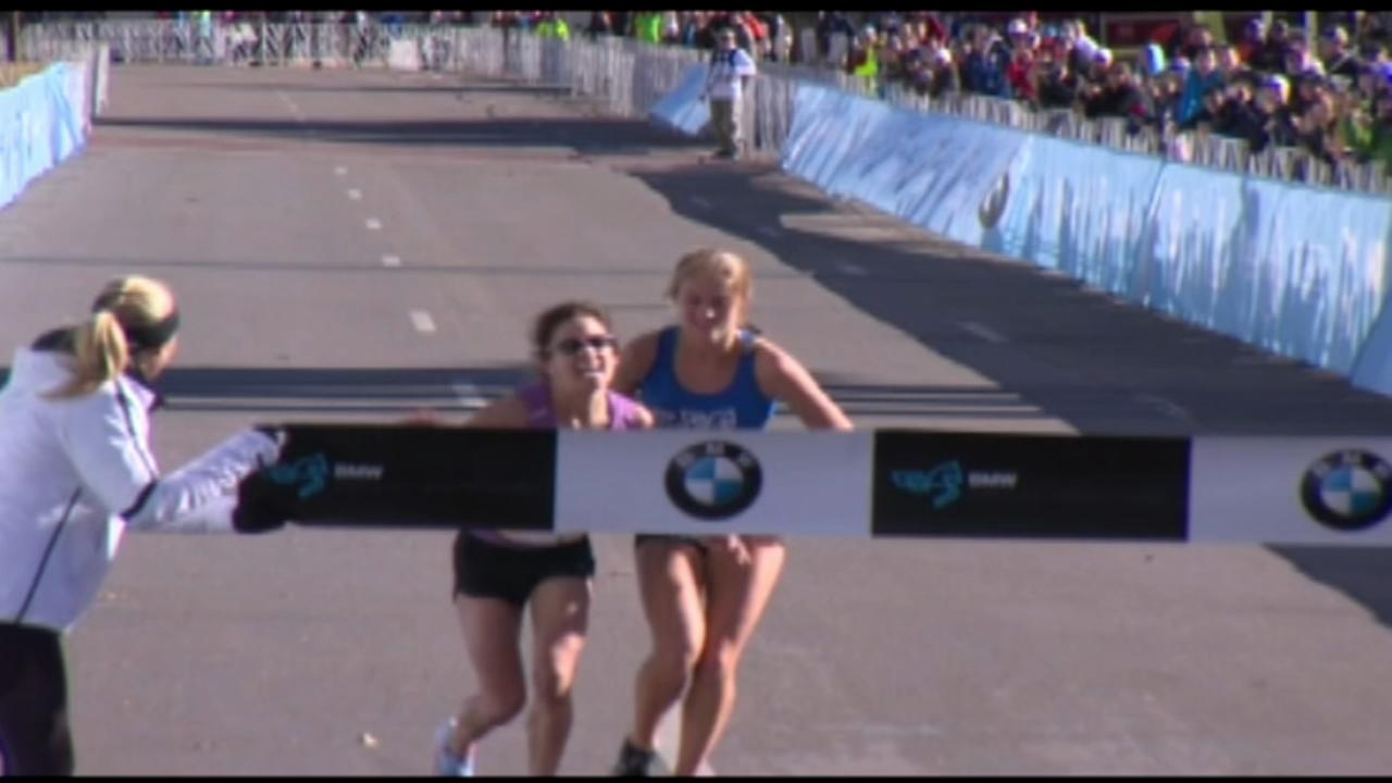 Young runner helps struggling woman