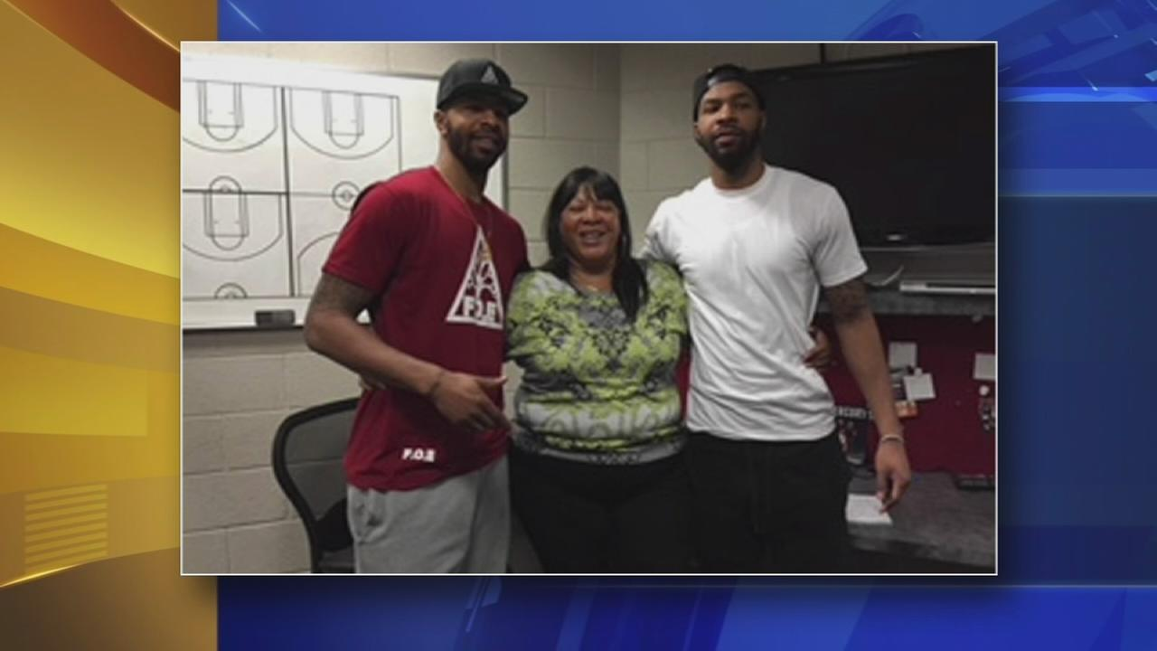 Twin NBA starts play secret santa at NE Walmart