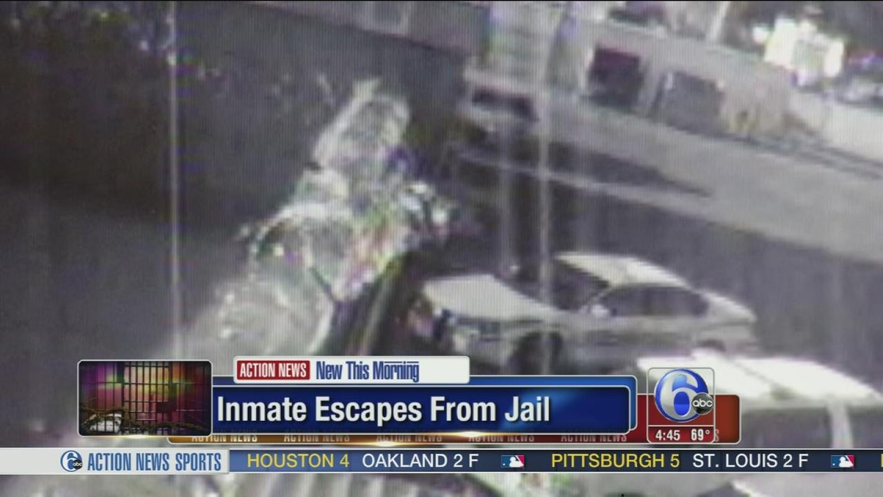 VIDEO: Inmate scales wall to escape prison